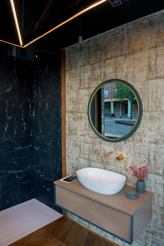 Atenea Street Showroom detalle baño
